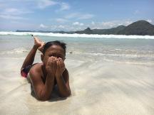 Un nen a la platja