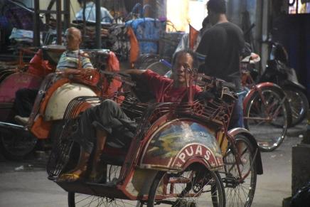 Conductor esperant a Malioboro street