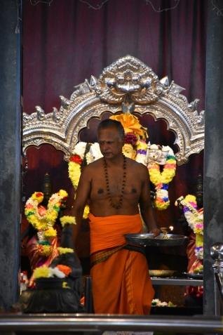 Ritual hindú dins del temple