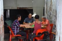 Uns malais jugant a cartes