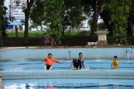 Nens lluitant contra la calor