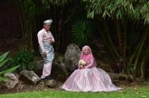 Nuvis fent-se les fotografies del casament