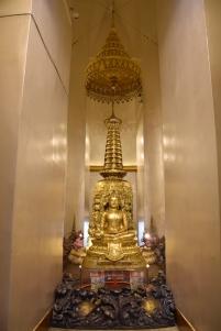 Just al centre del temple hi ha 4 budes, un per cada direcció