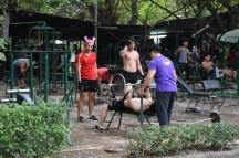 Un gimnàs públic dins del parc