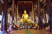 Un buda d'un dels temples de Chinag Mai