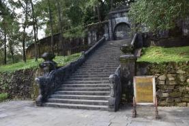 Dins d'aquesta tanca hi ha la tomba de l'Emperador Minh Mang