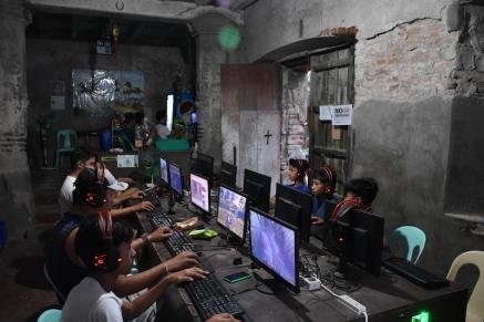 Un centre per jugar online al centre de Vigan