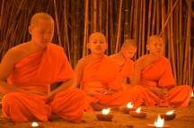 Monjos del temple durant el ritual