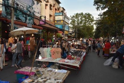 Mercat ambulant al mig del carrer a Chiang Mai