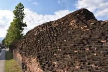 Un tros de la muralla a la ciutat antiga de Chiang Mai