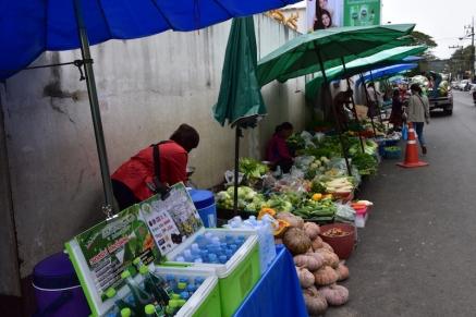 Trobes mercats a tot arreu, fins i tot als vorals de la carretera