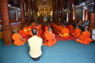 Una trobada de monjos budistes en un temple