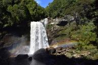 La cascada de Charming Creek i el seu arc de sant martí
