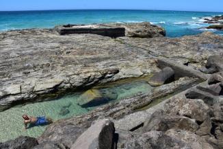 Les piscines naturals que es formen amb la marea baixa a Coolangatta