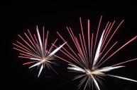 Els focs artificials marquen el final del dia