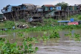 Cases properes al poblat flotant
