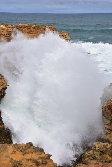 Les onades trenquen amb una força increïble