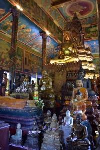Interior del temple Wat Phnom
