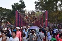 Rius de gent durant el Angkor Sankranta 2018
