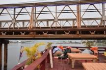 Durant el creuer pel riu has d'ajupir-te quan passes per sota els ponts!