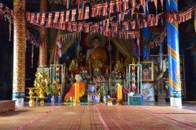 Interior d'un dels temples de Phnom Sampow Pagoda