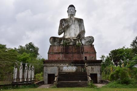 25 metres de buda a Ek Phnom Temple