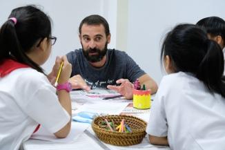 El Jaume ajudant un grup d'alumnes