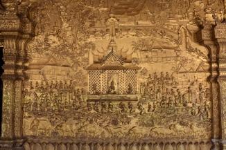 Relleus daurats a Wat Mai