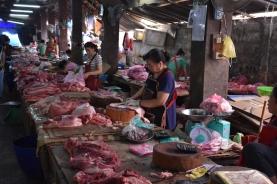Parades de carn a Phousi Market