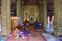 Wat Si Muang, un temple recarregat de detalls