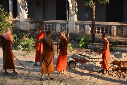 Els monjos fent de paletes a Wat Luang