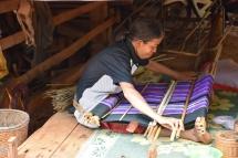 Una dona treballant al poblat