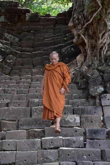 Un monjo a Wat Phou